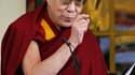 Le dalaï-lama prononce son discours annuel pour les 52 ans de sa fuite du Tibet. Le chef spirituel tibétain en exil a déclaré jeudi qu'il quittait toute fonction politique, une décision qui était attendue et vise à moderniser le gouvernement en exil de sa