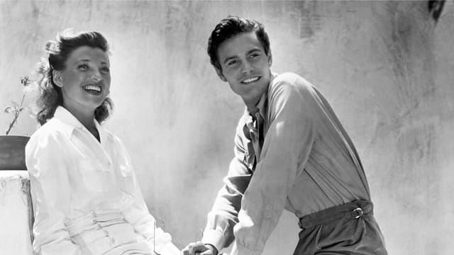 L'acteur français Louis Jourdan et sa femme, en 1948.