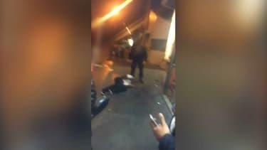 La scène a été filmée par des témoins.