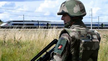 Un militaire de l'opération Sentinelle lors d'une simulation d'attaque terroriste à Auvers-le-Hamon, le 28 juin 2017.