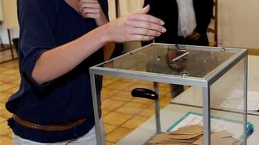 Marion Maréchal-Le Pen, nièce de Marine Le Pen, a été élue dimanche au second tour des élections législatives dans la troisième circonscription du Vaucluse avec une dizaine de points d'avance, selon son directeur de cabinet. /Photo prise le 17 juin 2012/R