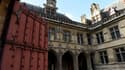 L'hôtel de Cluny, construit au XIIIe siècle, se situe dans le Ve arrondissement de Paris.