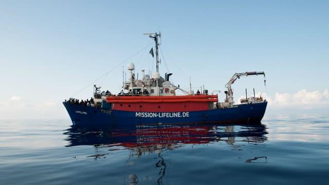 Le Lifeline, un navire humanitaire avec 230 migrants à bord, le 22 juin 2018