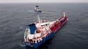 Un chimiquier chargé de 6.000 tonnes de solvant abandonné vendredi par son équipage au large de l'île d'Ouessant après avoir subi une voie d'eau est arrivé dans la nuit dans le port de Brest. /Image diffusée le 8 octobre 2010/REUTERS/Marine Nationale/CPAR