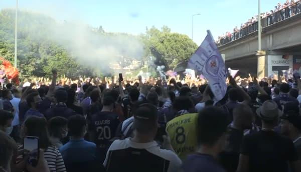 La foule près du Stadium de Toulouse