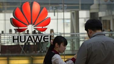 Huawei affiche une solide performance économique alimentée par une envolée de plus de 70% des ventes de smartphones et autres articles d'électronique grand public.