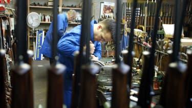 Créée en 1820, Verney-Carron, un spécialiste des armes de chasse, tente de se faire une place dans le cercle très fermé des fabricants d'armes pour l'armée