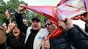 Des milliers de personnes ont manifesté samedi à Tunis pour exiger de nouveau le départ du gouvernement d'union nationale des anciens membres du parti de Zine ben Ali et la démission du Premier ministre Mohamed Ghannouchi. Des policiers, des membres de la