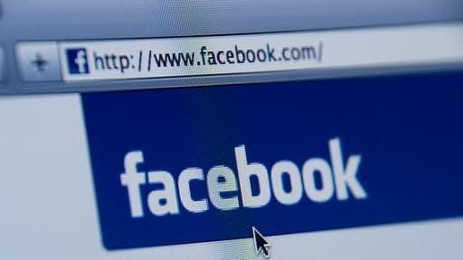 """Facebook va interdire les publicités sur les pages qui renvoient vers des """"fake news""""."""