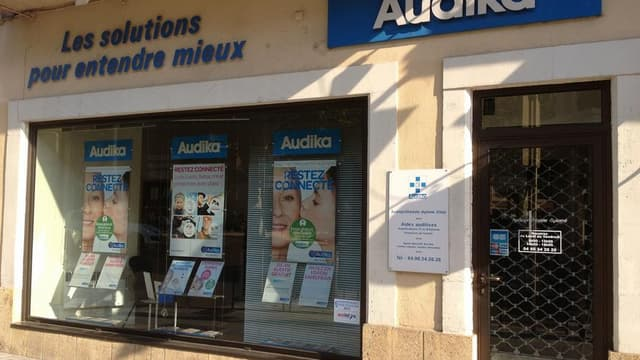 Audika possède 460 magasins en France.