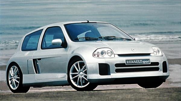 La Clio V6 phase I, dévoilée en 1998.