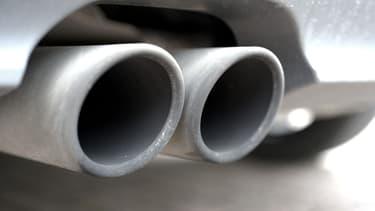 La Commission de Bruxelles reconnaît les 3 constructeurs coupables d'entente pour limiter le développement de certains systèmes de réduction des émissions polluantes.