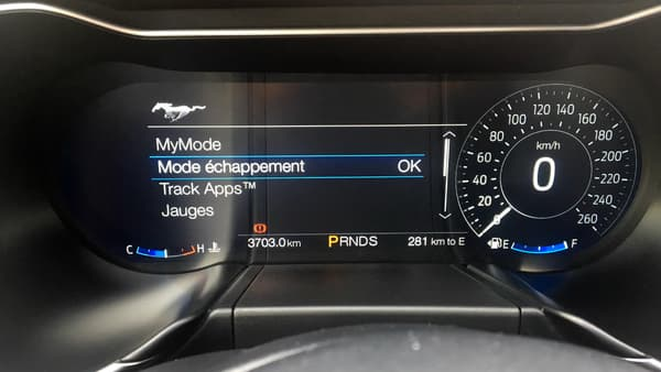Pour la première fois, les compteurs de la Mustang sont remplacés par un écran digital. Ce combiné d'instrumentation de 12 pouces a déjà été utilisé sur la Ford GT.