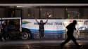La police philippine a abattu un preneur d'otages, un ancien policier de 55 ans, qui retenait depuis le début de la journée de lundi une quinzaine de touristes dans un autocar. /Photo prise le 23 août 2010/REUTERS/Erik de Castro