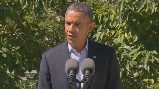 Barack Obama s'exprimant  depuis son lieu de vacances de Martha's Vineyard, dans le Massachusetts