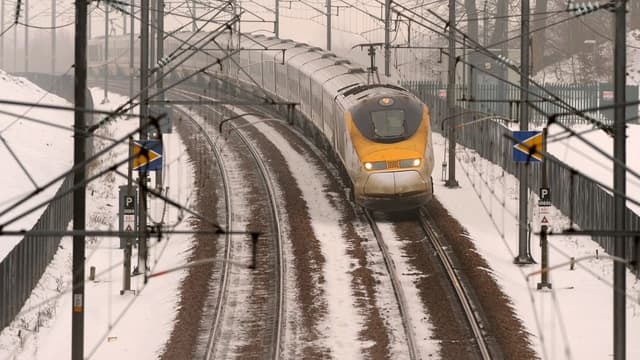 Eurostar est détenu à 55% par la SNCF, 40% par le Royaume-Uni, et 5% par l'Etat belge.