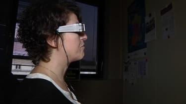 Quatre malvoyants testent actuellement les prototypes de lunettes à réalité augmentée.