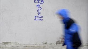 Le mouvement séparatiste basque ETA annonce jeudi la fin définitive de cinquante ans de lutte armée pour l'établissement d'un Etat basque indépendant, dans un communiqué diffusé par le journal basque Gara. Très affaiblie, l'organisation a décrété un cesse