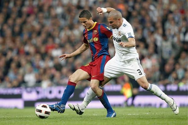 Afellay avec le Barça face au Real de Pepe en 2011