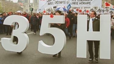 Les 35 auraient permis la création de 350.000 emplois, selon l'Insee