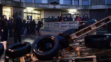 Les surveillants ont bloqué la prison de Fleury-Mérogis, dans le cadre d'une mobilisation nationale pour dénoncer un manque de moyens.
