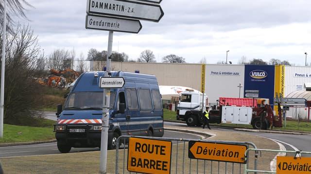 Une route menant à la zone d'activités de Dammartin-en-Goële, en Seine-et-Marne, pendant le coup de force des frères Kouachi, le 9 janvier 2015.