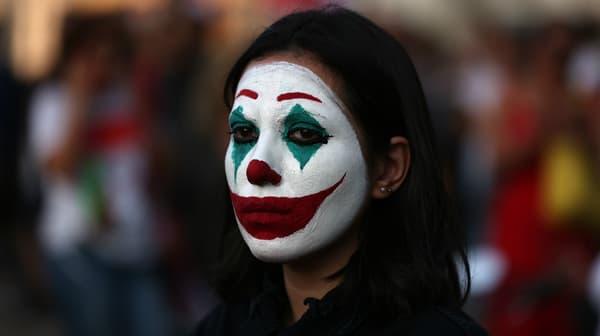 Une manifestante maquillée en Joker à Beyrouth, au Liban, le 19 octobre 2019