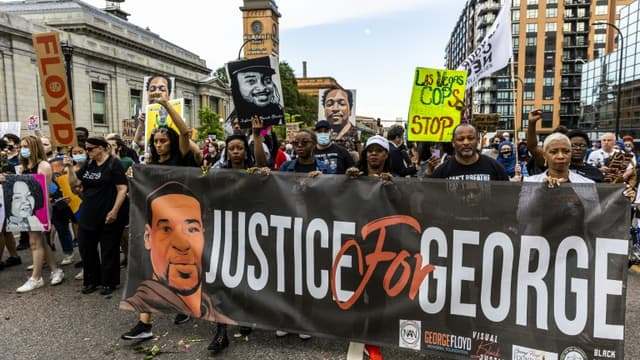 Manifestation à la mémoire de George Floyd, le 23 mai 2021 à Minneapolis, dans le Minnesota