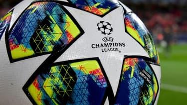 La création lundi d'une Super Ligue, lucrative compétition privée fondée par douze clubs dissidents et vouée à supplanter la Ligue des champions, a suscité une levée de boucliers générale parmi les supporters et les instances du football