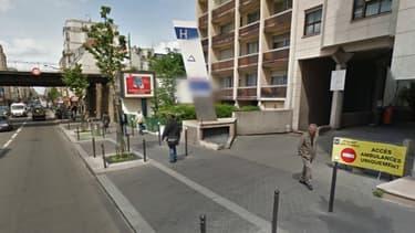 La façade de l'hôpital Croix Saint-Simon, devant lequel la victime a été retrouvée jeudi après-midi.