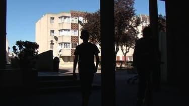 Dans une cité de Colombes, mercredi.
