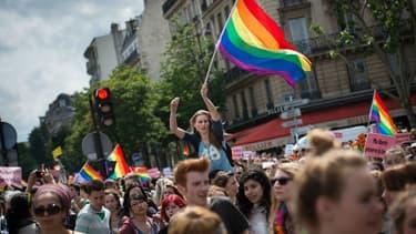 En juin dernier, des dizaines de milliers de personnes avaient participé à la gay pride de Paris.