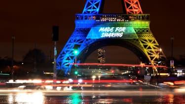 """""""Made for sharing"""", le slogan de Paris 2024 sur la Tour Eiffel"""