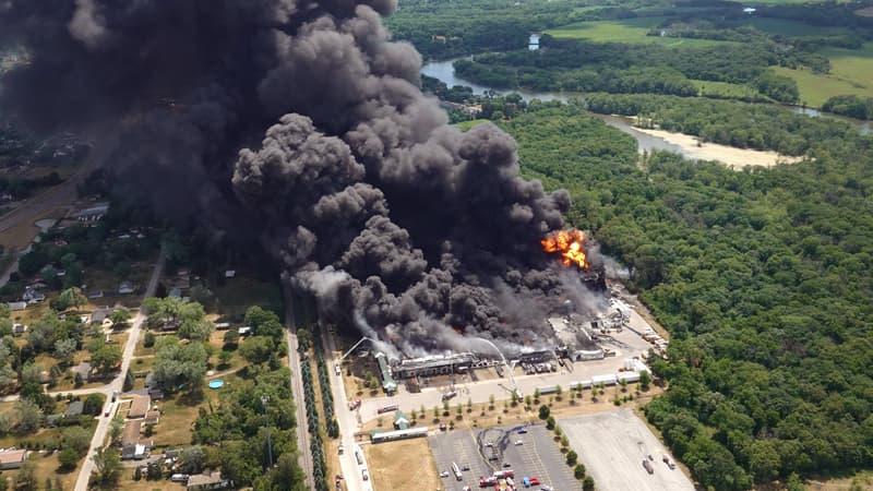 États-Unis: évacuation autour d'une usine chimique en feu