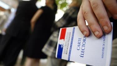 Un mois après la victoire de François Hollande à l'élection présidentielle, 46 millions de Français sont de nouveau appelés aux urnes dimanche pour le premier tour d'un scrutin législatif lourd d'enjeux mais qui ne les passionne guère, les sondages prédis