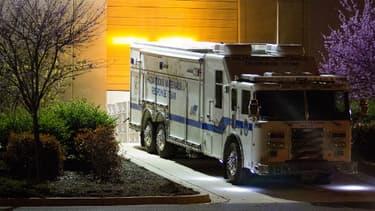 Un camion contenant des enveloppes suspectes quitte le centre de tri de Hyattsville, dans le Maryland, mardi dernier.