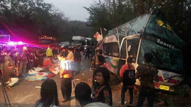L'accident de bus a fait 15 morts, en Thaïlande, le 28 février 2014.