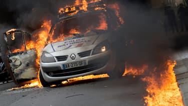 """De violents incidents avaient éclaté, le 18 mai 2016, en marge d'une manifestation de policiers à Paris contre la """"haine anti-flics"""", et une voiture de police avait été incendiée."""
