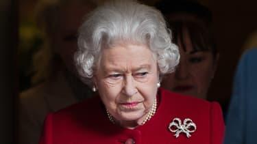 La reine d'Angleterre sortant de l'hôpital en mars 2013, après une gastroentérite.