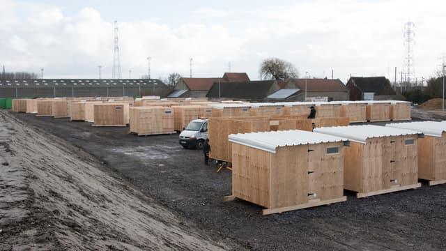 """A Grande-Synthe, le nouveau camp de la Linière est """"complet"""" avec 1.500 migrants présents - Lundi 14 mars 2016"""