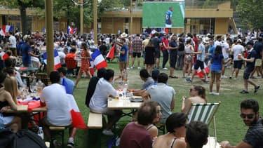 Les supporters parisiens peuvent regarder le match les pieds dans l'herbe au Petit Pré, à l'hippodrome de Longchamp.