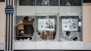 Une agence bancaire dégradée boulevard Haussmann.