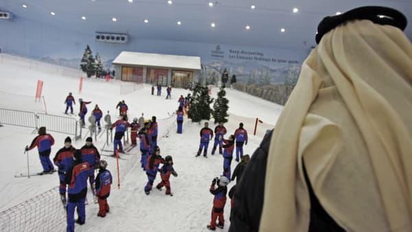 Des skieurs au Ski Dubai Complex, à Dubaï, le 24 octobre 2006.