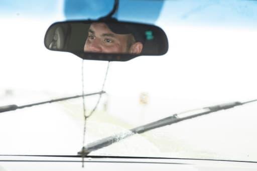 Chris Chaisson, un habitant de l'Ile de Jean-Charles en Louisiane, dans le reflet de son rétroviseur de voiture, le 16 août 2015