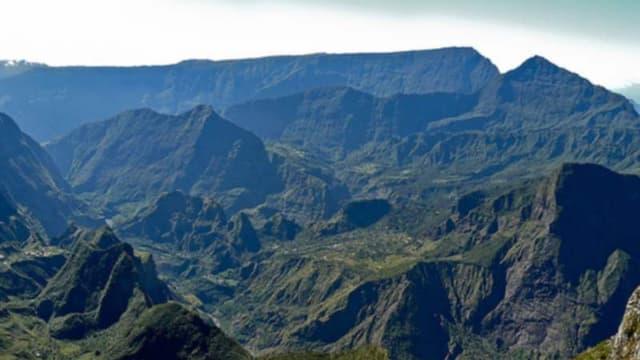 La Réunion choisit de réorienter sa politique de promotion vers son cadre naturel, avec ici le cirque de Mafate.