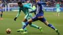 Theo Hernandez (Deportivo Alavés) face à Neymar lors de la réception du FC Barcelone (0-6).