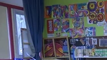 Dans une classe de CM2 à Clichy, le numérique est utilisé avec parcimonie et ne remplace pas le travail d'écriture traditionnelle.