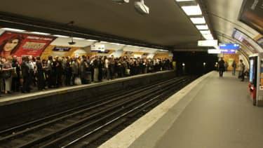 Le trafic a été interrompu sur les lignes 2 et 4 du métro parisien après l'attaque d'un commissariat dans le 18e arrondissement de Paris. (Photo d'illustration)