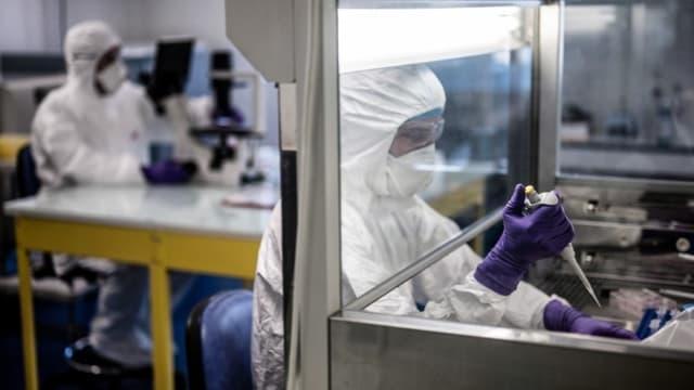 Un scientifique en laboratoire (Photo d'illustration).