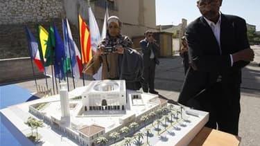 Maquette de la grande mosquée de Marseille, à l'occasion de la pose de la première pierre, en mai 2010. Invoquant l'insuffisance de stationnement et les difficultés de circulation autour du site, le tribunal administratif de Marseille a annulé jeudi le pe
